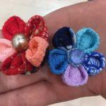 7歳でもつまみ細工で成人式の練習で赤色・青色の髪飾りを作れたよ!